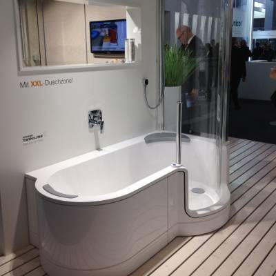 kombi badekar Nyt badeværelse med Kriss twinline badekar & bruseniche i et kombi badekar